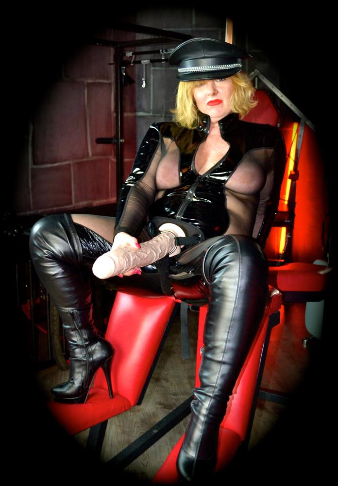 leicester-mistress-scarlett-black