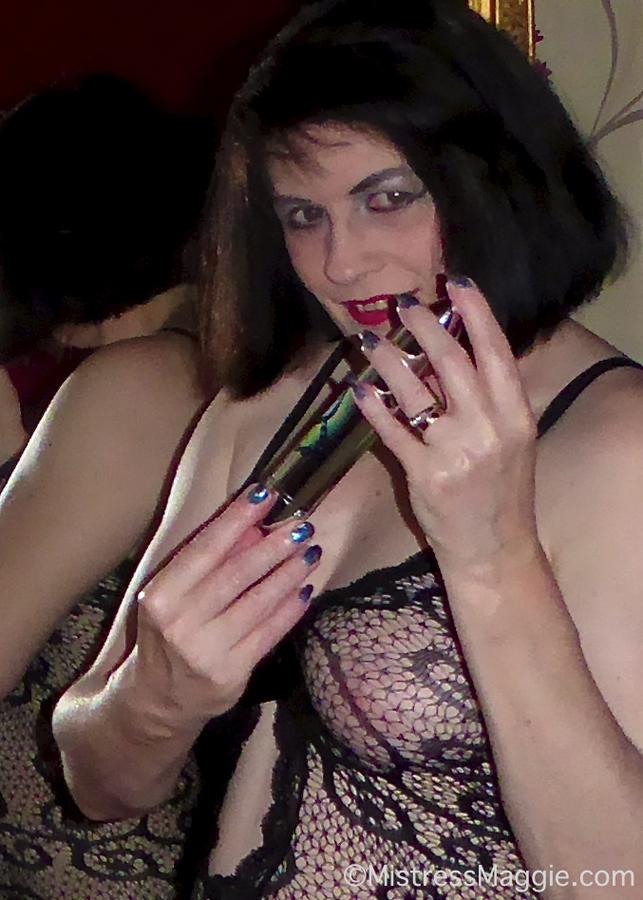 dominatrix-maggie-sex-toy