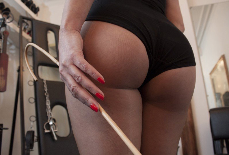 London-Mistress-Lady-Seductress-AssWorship