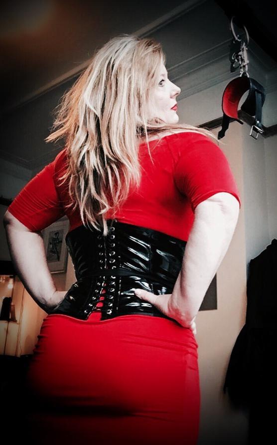 leicester-mistress-domina-scarlett-black