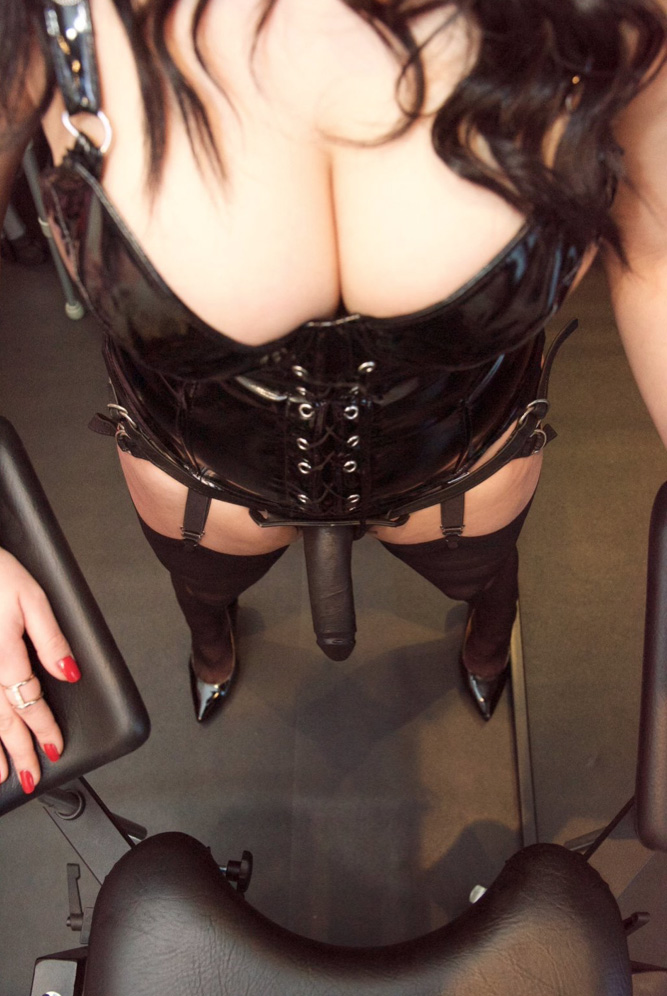 london-strapon-mistress-dominica-de-sin