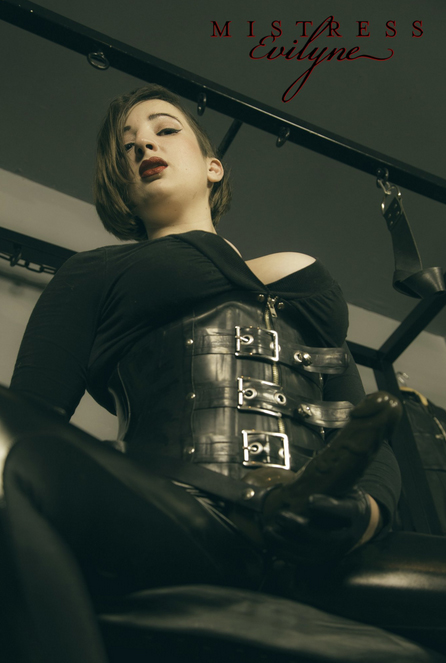 london-strapon-mistress-evilyne