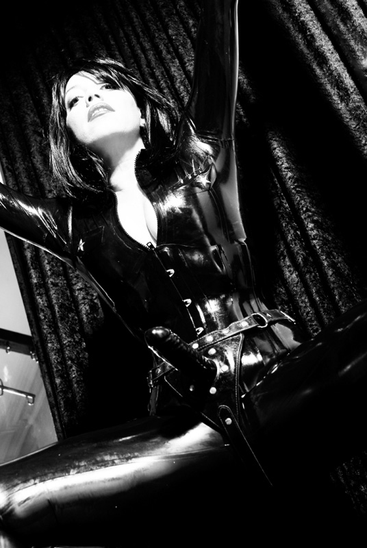strapon-london-mistress-lady-seductress