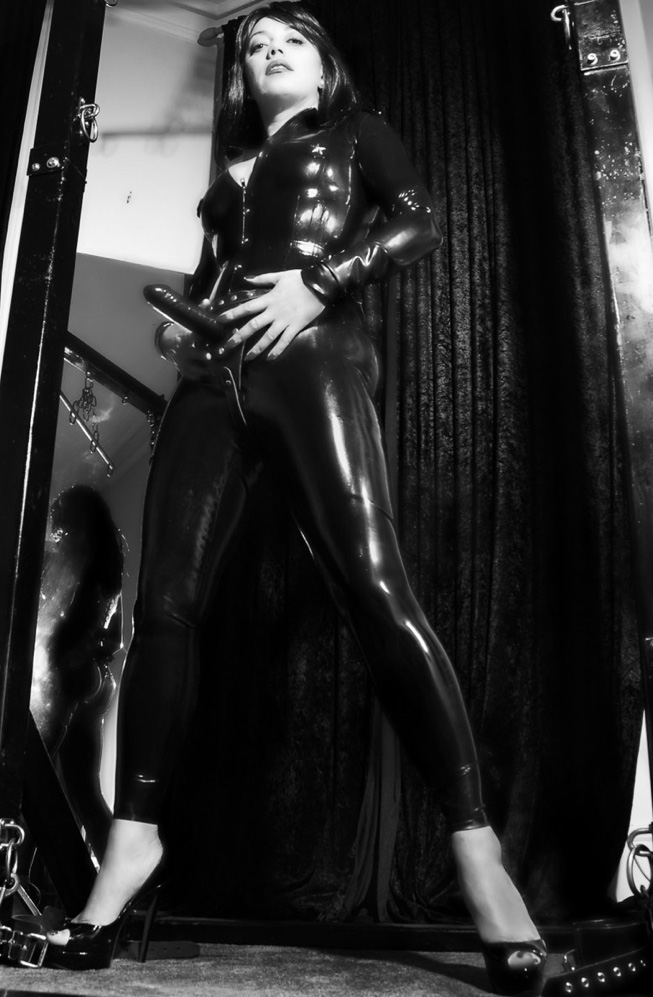 london-strapon-mistress-lady-seductress