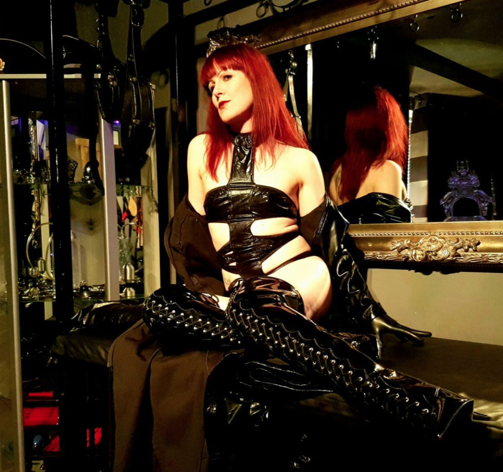 London-MIstress-Miss-Kitty-Bliss