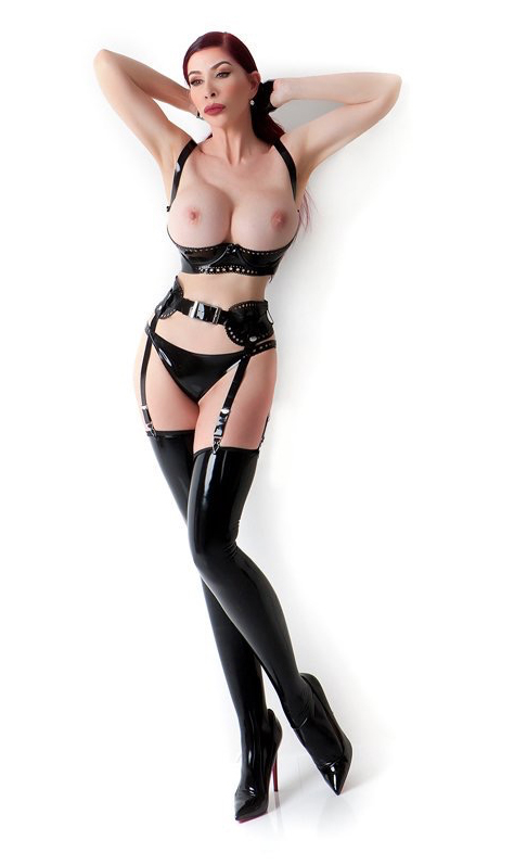 London-Mistress-Eve-in-thigh-high-boots